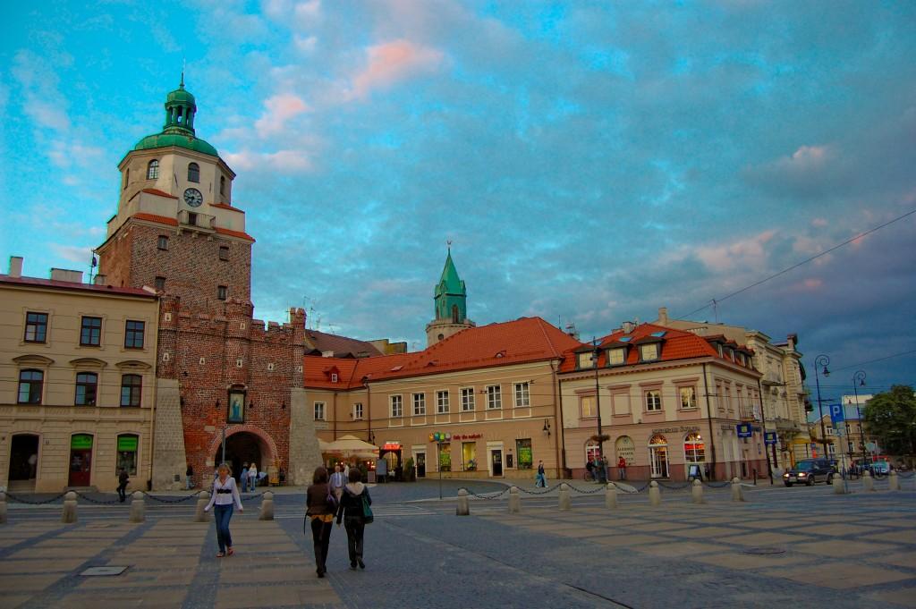 Lublin_Stare_Miasto_-_Brama_Krakowska_i_Plac_Łokietka_2009-06-12-1024x681
